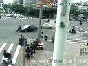 违法司机强行开车冲撞执勤交警 被拘十日