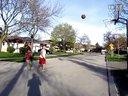 哥哥帮弟弟提高篮球技巧
