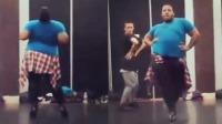 谁说胖子不能骚气的跳舞?