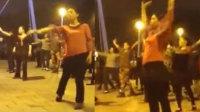 醉了!广场舞大妈魔性新舞姿