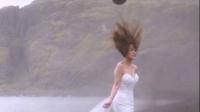 直升机悬新娘头顶拍婚纱照