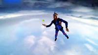 刺激!4000米高空用手打网球