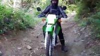 男女搭配 骑行不累 川崎KLX250S 越野摩托车