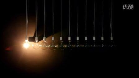 小球实验:用灯泡制成的透视牛顿摆