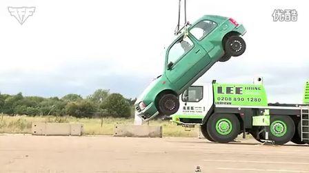 极限实验:用180根橡皮筋吊起一辆车