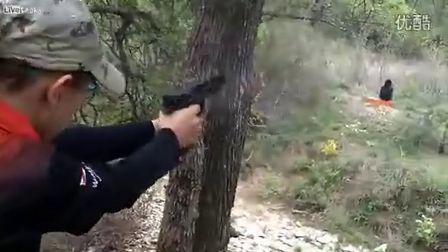 萝莉 美国 德州/[拍客]美国13岁小萝莉射击场专业玩实弹射击...