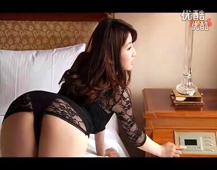 2012韩国美女脱衣性感热舞自拍视频