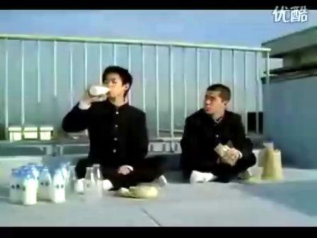 这不是在拍牛奶广告,这是在做白日梦