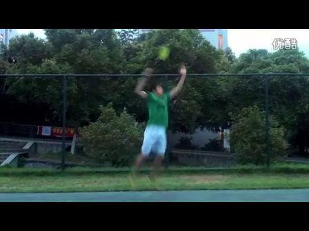 羽毛球跳杀