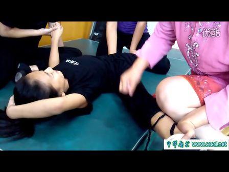 残酷的柔术训练 痛苦的柔术训练 柔术软功痛苦训练图片