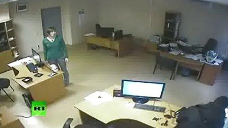 俄罗斯 视频 陨石/实拍俄罗斯陨石坠落的...