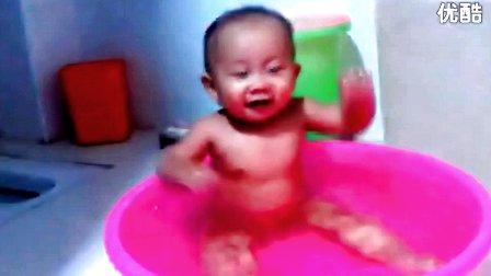 儿童搞笑视频 宝宝洗澡时间超级可爱 标清图片