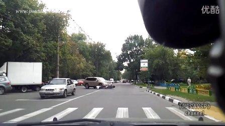 摩托车事故合集  马路杀手太多 摩托车友们小心驾驶