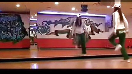 美女示范!鬼步舞教学基础舞步