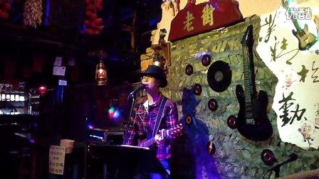 阳朔酒吧 李克勤月半小夜曲桂林阳朔老街酒吧唐辉吉他弹唱