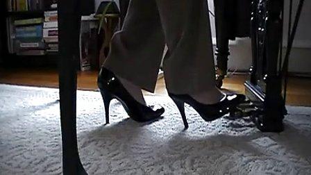 高跟鞋 踩 23个视频 进入专辑
