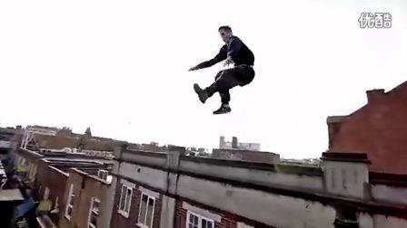 史上最劲爆屋顶跑酷!硬汉自杀式飞楼屌炸天