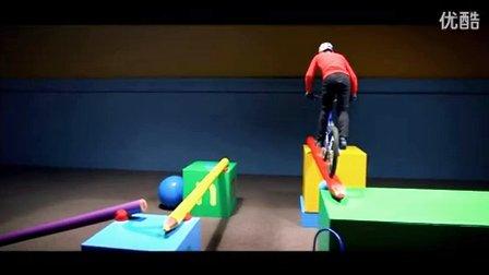 在玩具世界里骑行