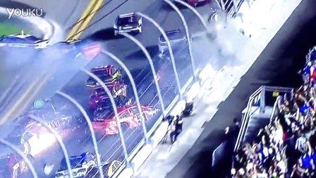 纳斯卡赛车出事故时速300公里飞上护栏2