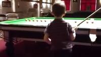 自古英雄出少年!斯诺克6岁天才韦斯利
