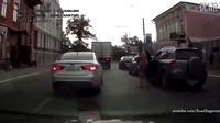 战斗民族处理交通事故的方式。。。