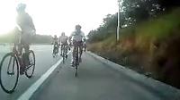 骑自行车突然被卡了前轮以后。。。