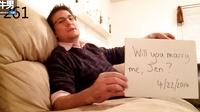 女子转头…才发现男友已经求婚了一整年!