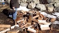 有才老外斧头新发明让劈柴变如此简单