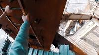 战斗民族攀爬狂人偷偷爬上660米的深圳平安金融中心