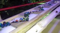 1万1千个玻璃弹珠做成的装置。。。无聊就来着看