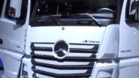 奔馳重卡是重型貨車里的一個主力車型, 馬力最大售價可達330萬