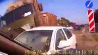 恐怖的大貨車連環相撞事故, 過馬路的女子驚魂一幕