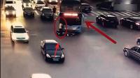 電動車違規行駛, 路怒大巴司機頂著電動車男子行駛幾百米!