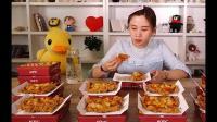 美女一口氣(狂吃)十二個披薩, 你看看這肚子撐的, 得有5個月了吧! (2)
