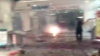 實拍湖南一男子醫院打針后身亡 親屬在醫院放鞭炮燒紙