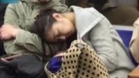 男子狂摸醉酒女孩胸部被拍 日本現電車癡漢