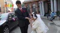 靳東兒子比爸爸還帥!不拍吻戲的靳東,早年和老婆李佳的吻戲卻如此辣眼睛!
