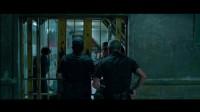 監獄狂歡,犯人與獄卒打成一團,吳京最后的機會